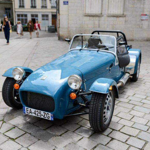 this-caterham-165-was-the-perfect-wedding-day-companion-for-this-french-couple-1476934193025-1000x667